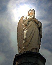 Angel statue (Louise Docker/Wikimedia Commons)