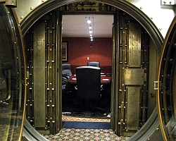 Bank vault door (BillMcChesney/Flickr)