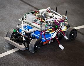 Miniature autonomous vehicle used in testing (MelanieGonick/MIT)
