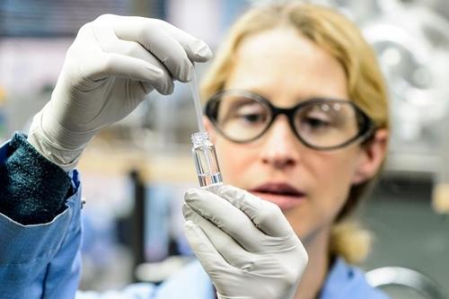 Katie Brenner in lab