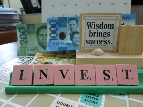 Invest spelled in Scrabble